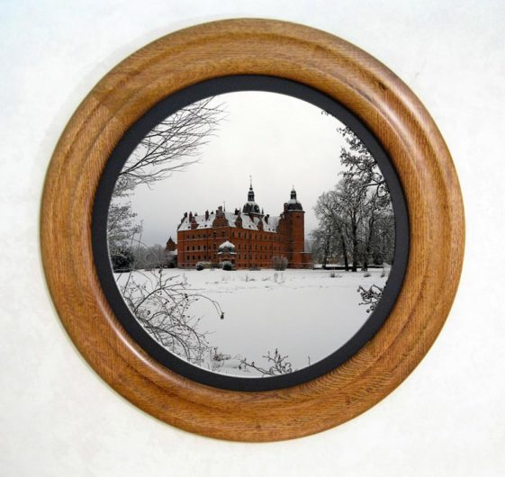 Round Photo Frame - Stained Golden Oak