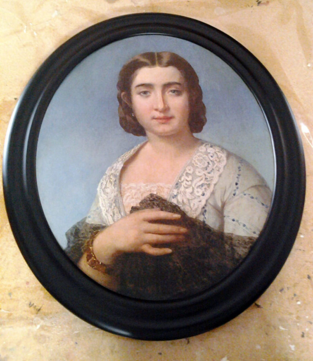 Custom Oval Picture Frames