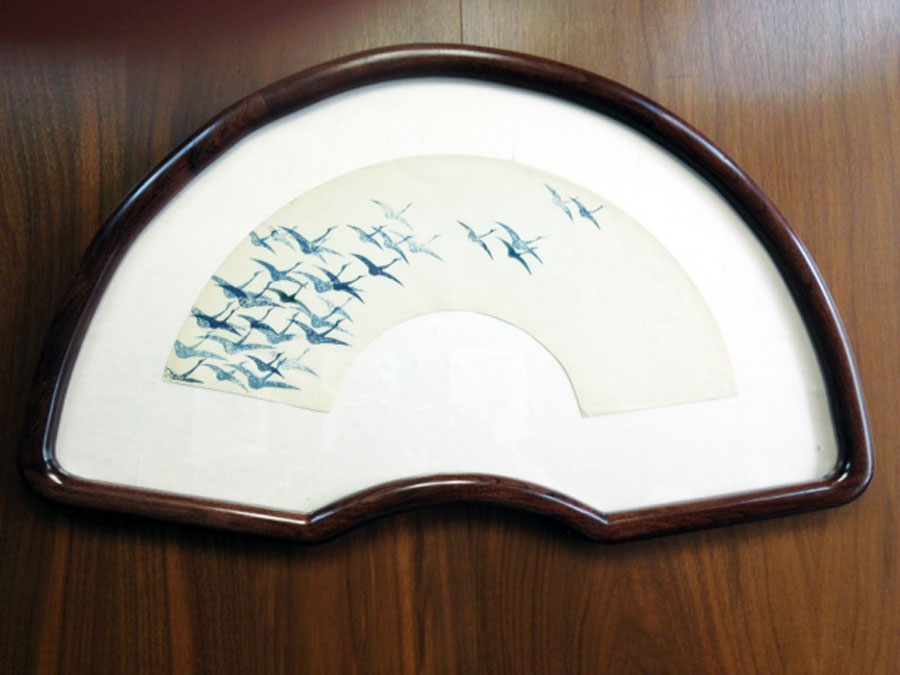 Fan-Shaped Picture Frame with Round Corners