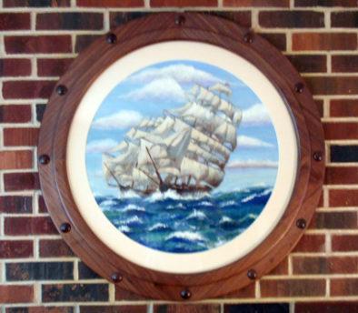 Round mat with porthole frame